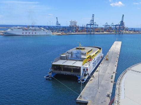 Ferry service to las palmas de gran canaria - Port of las palmas gran canaria ...